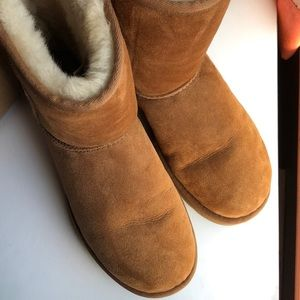 UGG excellent condition 9 size chestnut colored